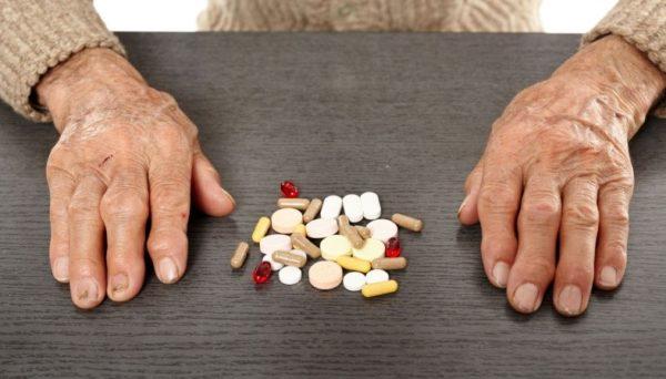 Cuidados com idosos no controle de Medicamentos