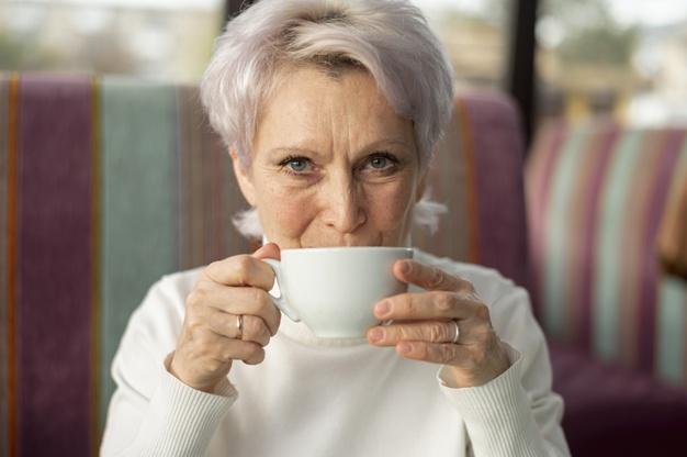 Por que os idosos são mais vulneráveis à pneumonia?