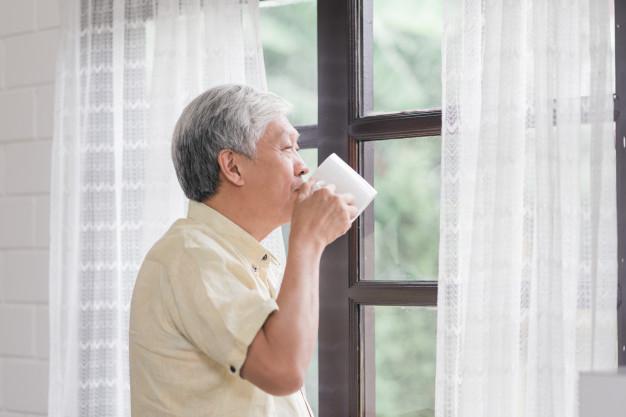 Confira quais cuidados são necessários para idosos em casa