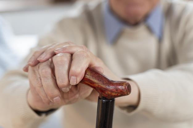 Inverno aumenta riscos de acidentes domésticos com idosos